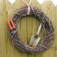 Photo Thumbnail #21: Garden wreath