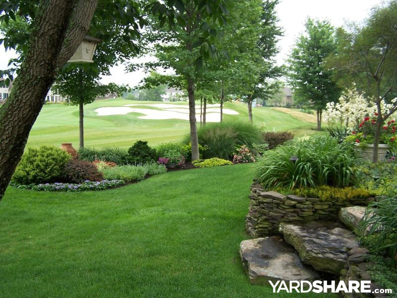 Landscaping ideas golf course garden for Backyard designs for large yards