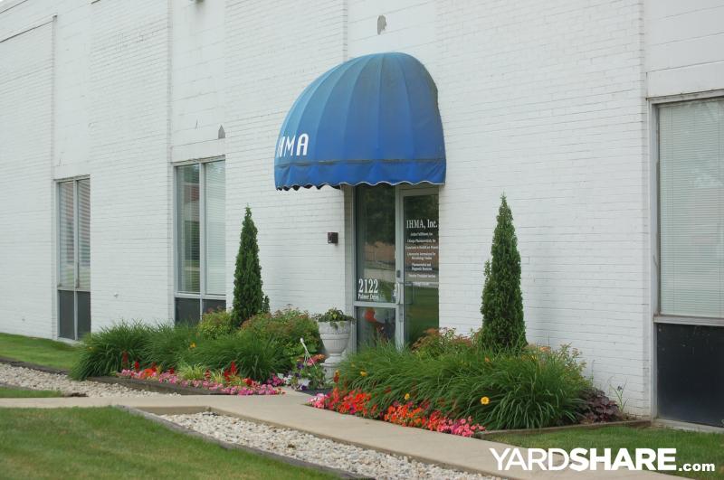 Landscaping ideas gt office garden yardsharecom for Office landscaping ideas