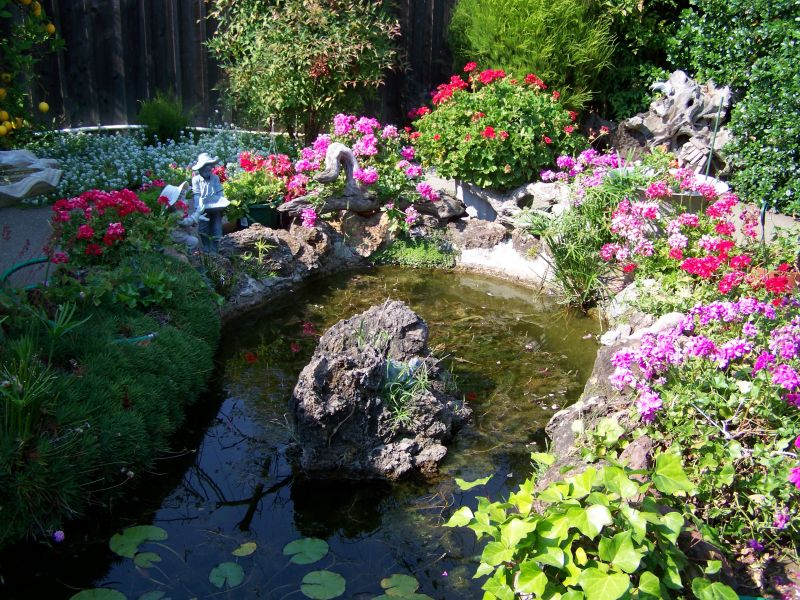 Pond perfection yard ideas blog for Flower beds for small gardens