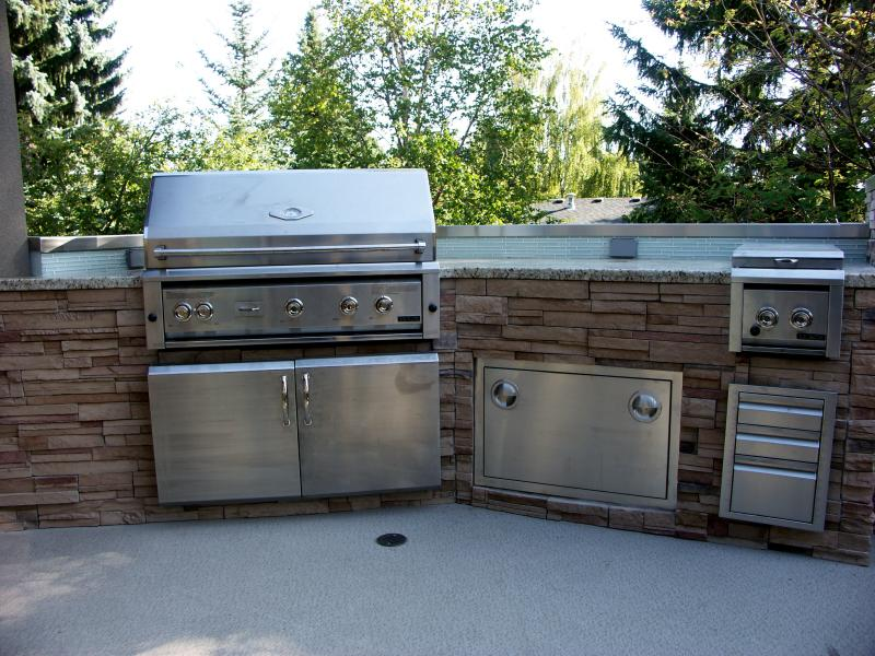 Outdoor Kitchens: Thin Stone Dry Stack