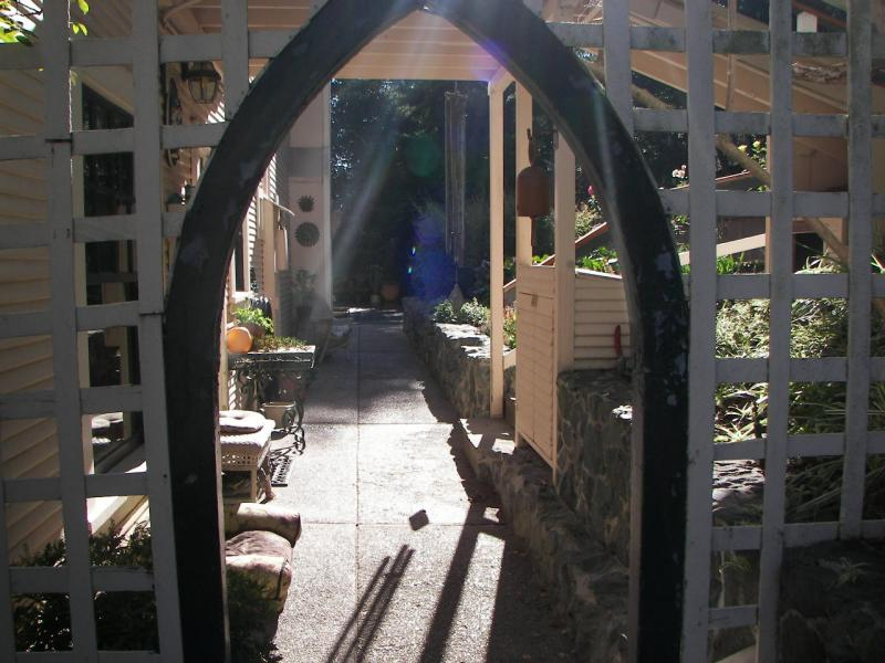 Landscaping Ideas & Garden Ideas > Glamorous Gateways