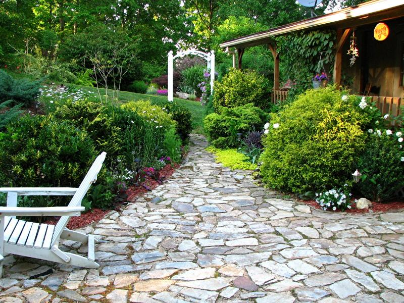 Landscaping Ideas > Landscape Design > Pictures: Cottage garden