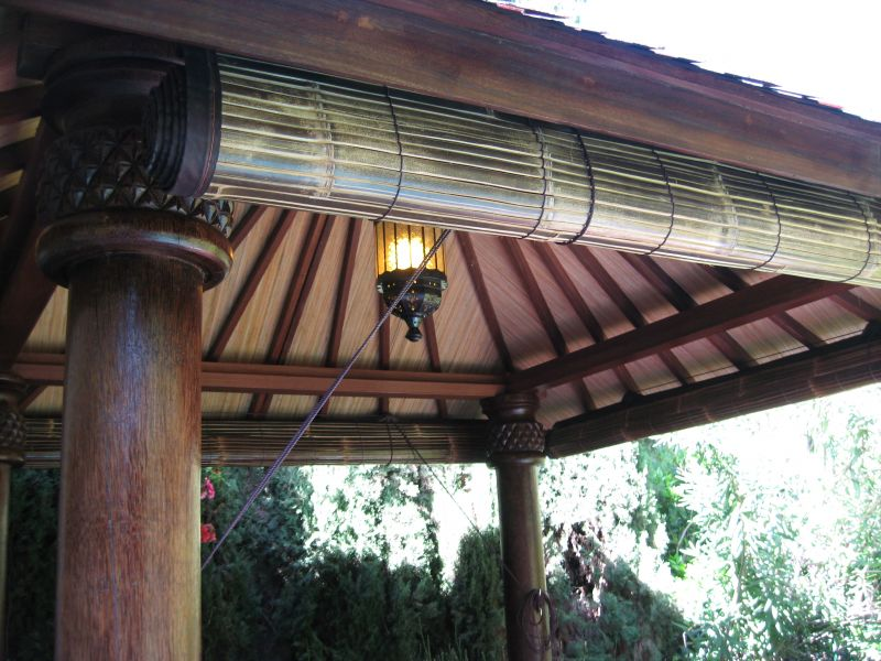 Roll Up Tiki Shade
