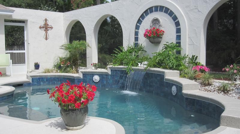 Curves and Arches Pool Design Theme