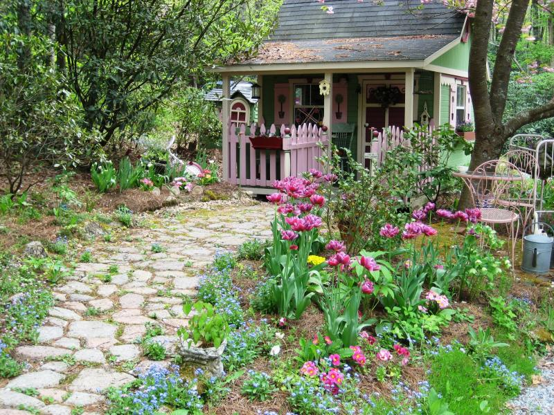 Garden Landscaping Pictures & Ideas: Faeryhollow