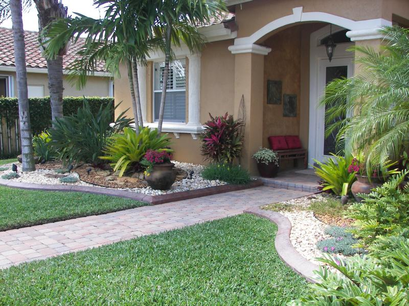 Sandra story front lawn landscaping ideas evergreens cemetery for Front porch landscaping plants