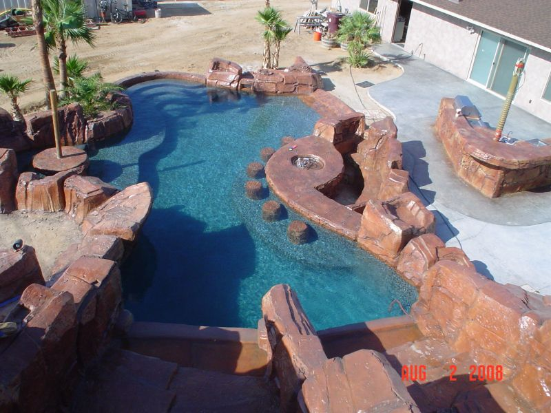 How cool is your pool yard ideas blog for Pool design with swim up bar