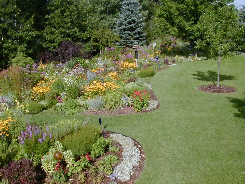 Garden flower bed ideas perfect home and garden design for Backyard flower garden designs