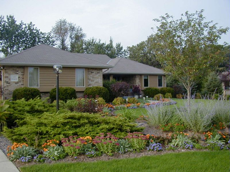 Landscaping Pictures & Ideas: www.larksperennials.com  Lark & Dave\'s Front Yard